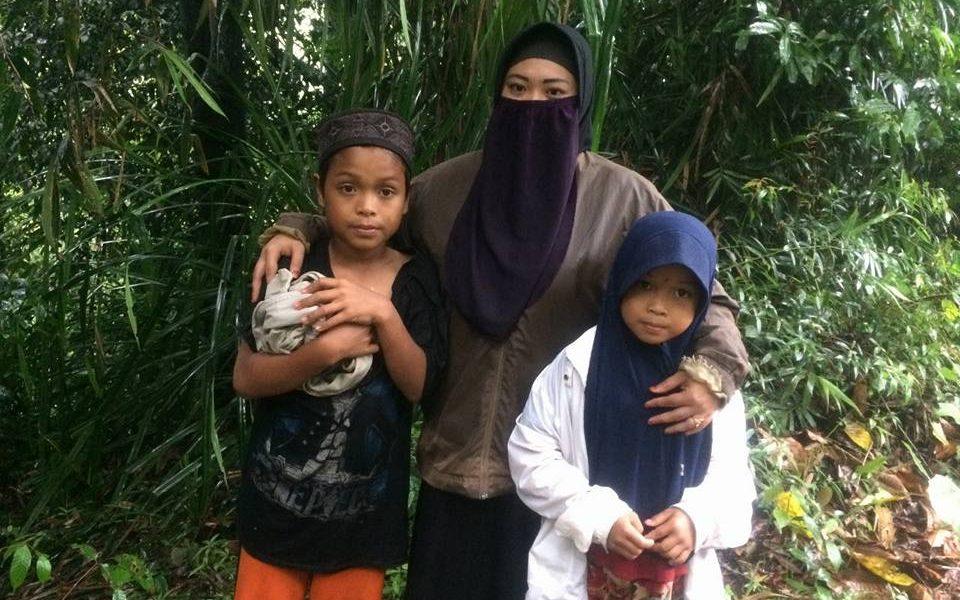 Viral 2 Siswa SD Balambano Demi Mengaji Rela Kehujanan dan Lalui Jurang
