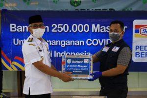 Indomaret Berikan Bantuan Masker dan Hand Sanitizer Kepada GTPP Lutim