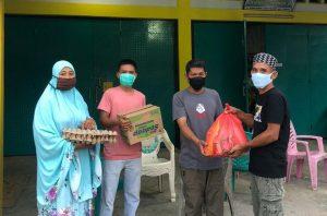 Kepala Desa Mandiri Berikan Bantuan Kepada Korban Positif Covid-19