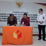 Penandatangan Perjanjian Kerja Sama Oleh Ketua Bawaslu Abhan dan Ketua KASN Agus Pramusinto