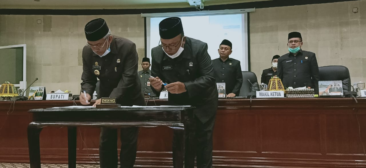 Bersama DPRD, Pemkab Luwu Timur Teken Persetujuan Ranperda Pertanggungjawaban Pelaksanaan APBD 2019