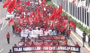 Besok, Belasan Ribu Buruh Akan Aksi Serentak Tolak Omnibus Law