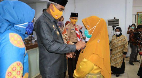 Bupati Luwu Timur Serahkan Satyalancana Karya Satya Kepada 441 Orang ASN Lutim