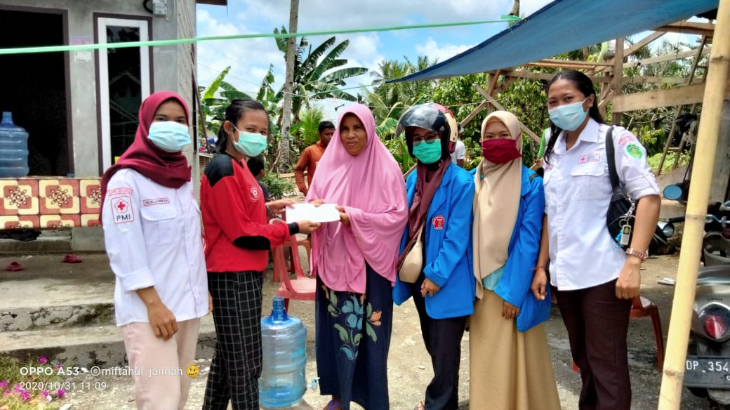 UKM Stikes Batara Guru Berikan Bantuan Korban Puting Beliung di Luwu Timur