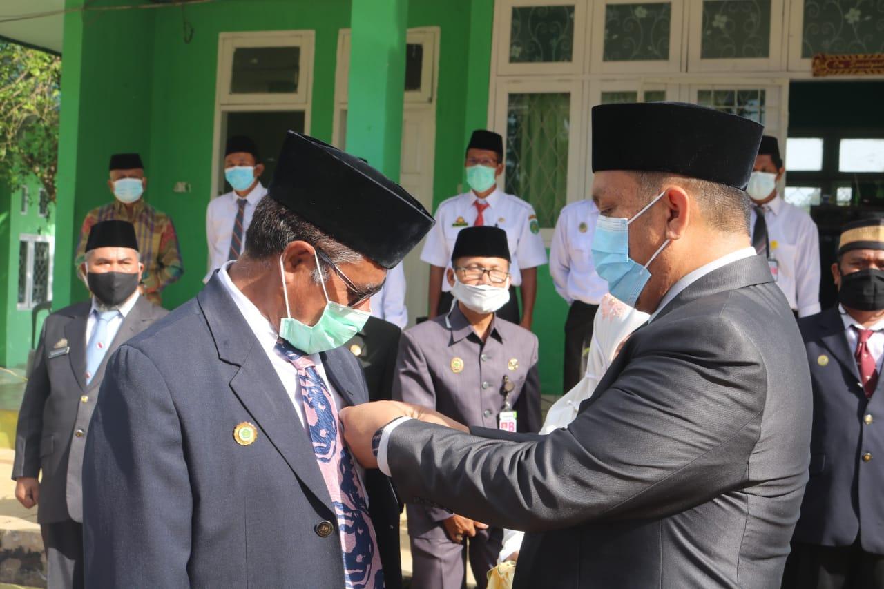 HAB ke 75, 18 ASN Kemenag Lutim Terima Satya Lencana Karya Satya