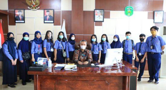 Belajar Pemerintahan, Wabub Budiman Sambut Pelajar SMP YPS Berkunjung di Kantor Bupati Lutim