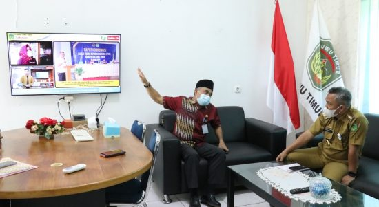 Bupati Puji Aplikasi Lutim-Ta dari Kadis Kominfo Luwu Timur