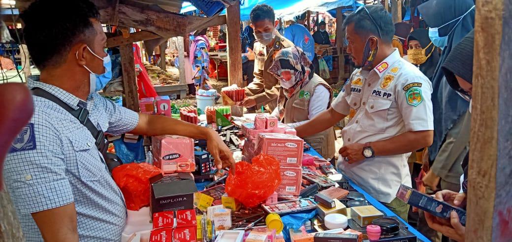 Kosmetik Ilegal Hingga Barang Kadaluarsa Diperjualbelikan di Pasar Lambarese