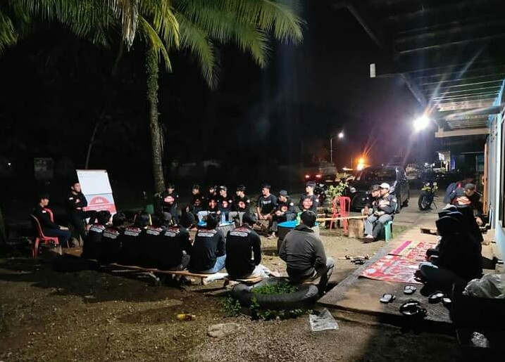 Pemuda Balambano Kelolah Ban Bekas Menjadi Pagar Terindah di Luwu Timur