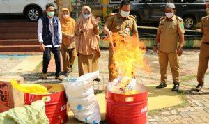 Obat dan Makanan Kadaluarsa di Luwu Timur Dimusnahkan