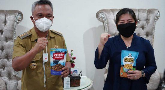 Dukung Belanja Produk Lokal, Bupati Lutim Bersama CEO PT Vale Ajak Masyarakat Belanja Produk UMKM
