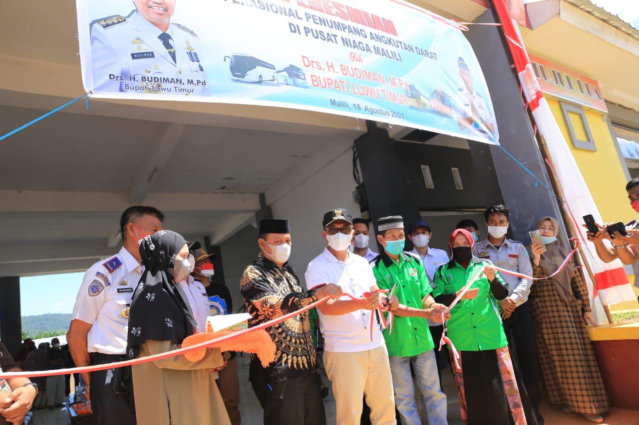 Gunting Pita, Budiman Resmikan Operasional Terminal Baru Malili di Kawasan Pusat Niaga