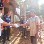 Pakai Baju Adat, Para ASN Setda Bagikan Nasi Kotak Gerakan Jumat Sedekah